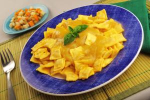 Ravioli de pollo doria en miel mostaza y ensalada de for Platos fuertes franceses