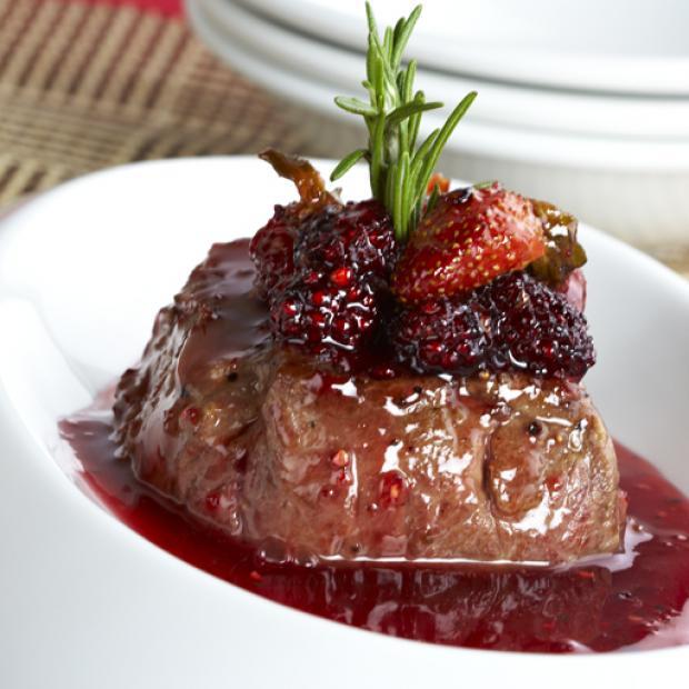 Lomo de res con reducci n de frutos rojos receta por for Platos fuertes franceses